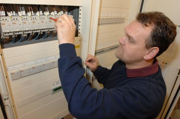 Legalitzación eléctrica y adequación servicios comunes diversos edificios plurifamiliar