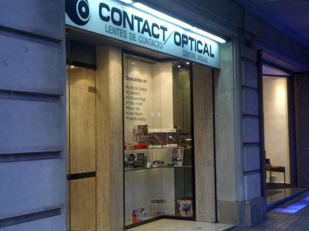 Substitución iluminación a Led en local comercial Contact Optical