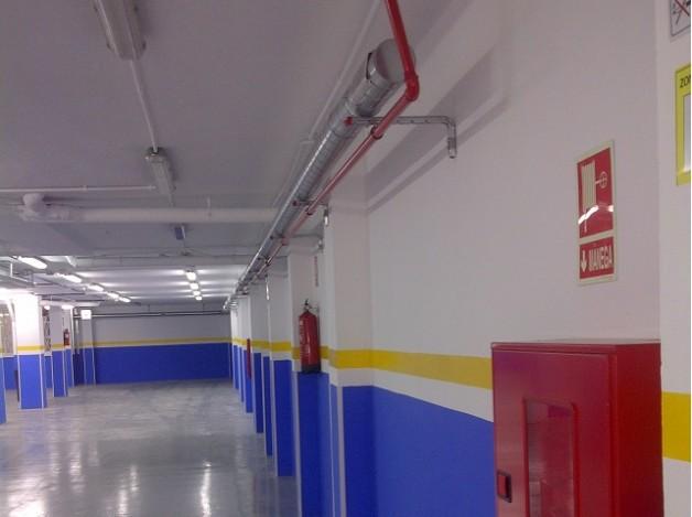 Realización de proyecto de actividades para licencia medioambiental de un taller mecánico en Barcelona. Legalización de las  instalaciones de presión y eléctrica.