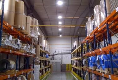 Instalación de campanas LED para la iluminación de naves industriales